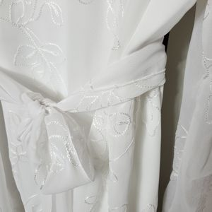 Penningtons Tops - Penningtons white embroidered blouse size 18